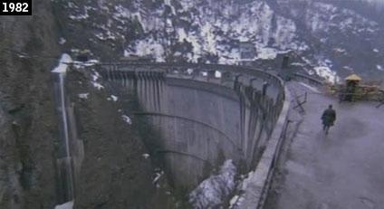 La diga del Lago di Sauris vista in Porca vacca (www.davinotti.com)