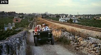 Monica Vitti e l'attore statunitense John Phillip Law in una scena di ''Polvere di stelle'' girata nelle campagne di Martina Franca, nello scenario della valle dei trulli (www.davinotti.com)