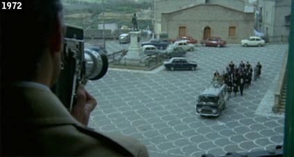 """Scena di """"Rivelazioni di un maniaco sessuale al capo della squadra mobile"""" girata nella centralissima Piazza Duomo di Piazza Armerina (www.davinotti.com)"""