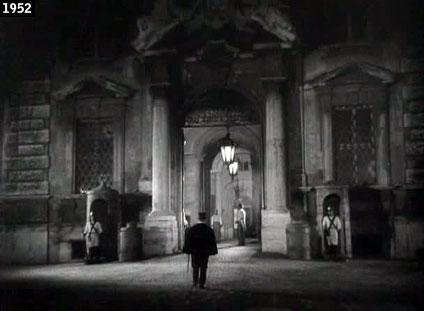 """Non c'è solo il Quirinale: nell'omonima piazza si affaccia l'imponente Palazzo della Consulta, che nel 1952 il regista Mario Camerini trasformò nel Palazzo Ducale di Parma in una scena di """"Moglie per una notte"""" (www.davinotti.com)"""