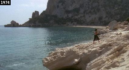 La spiaggia di Cala Luna come appare nel film ''Travolti da un insolito destino nellazzurro mare dagosto'' (www.davinotti.com)