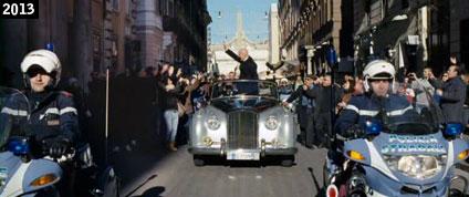 L'improbabile presidente della Repubblica interpretato da Claudio Bisio percorre trionfalmente Via del Corso in Benvenuto Presidente! (www.davinotti.com)