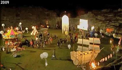 """L'anfiteatro romano di Sutri trasformato in Paese dei Balocchi nella fiction """"Pinocchio"""" del 2009 (www.davinotti.com)"""