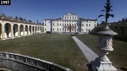 """Villa Manin (Passariano di Codroipo) vista nel film """"Porzûs"""" (www.davinotti.com)"""