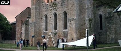 """Scena di """"Sole a catinelle"""" girata presso l'Abbazia di San Galgano (www.davinotti.com)"""