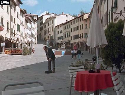 Stia, scorcio di Piazza Bernardo Tanucci come appare nel film ''Il ciclone'' (www.davinotti.com)