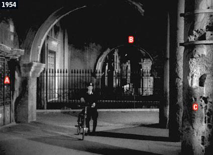 """Una scena dell'indimenticato """"Un americano a Roma"""", il film della celebre battuta di Sordi """"Maccarone, mhai provocato e io ti distruggo adesso, maccarone! Io me te magno...!"""", è girata nel quartiere del Ghetto, presso il Portico d'Ottavia (www.davinotti.com)"""