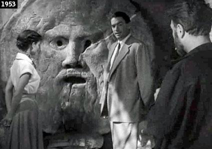"""Audrey Hepburn e Gregory Peck al cospetto della Bocca della Verità nel celebre """"Vacanze romane"""" (www.davinotti.com)"""